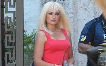 Η Penelope Cruz μεταμορφώθηκε σε... Ντονατέλα Βερσάτσε