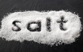 Τι μπορείτε να καθαρίσετε με αλάτι στο σπίτι