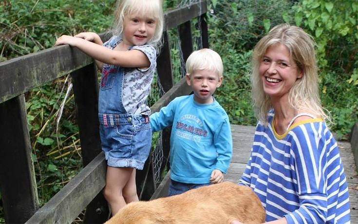 Είχε 11 ημέρες στο σπίτι τη σορό της 3χρονης κόρης της και ο μικρός αδερφός της έδινε αγκαλιές