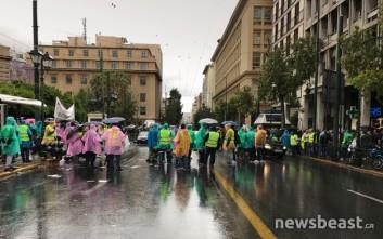 Υπό βροχή η κινητοποίηση των σωμάτων ασφαλείας στην Αθήνα