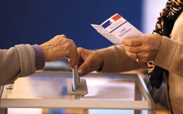 Στο 35,33% το ποσοστό συμμετοχής στις γαλλικές εκλογές το απόγευμα