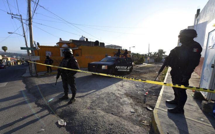 Πρωτοφανές σκηνικό βίας σε αστυνομικό τμήμα στο Μεξικό