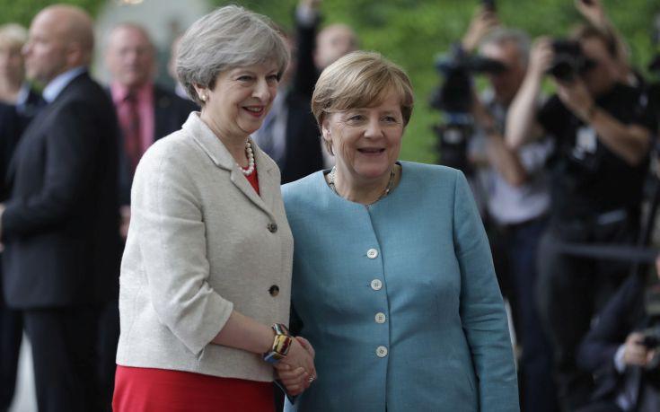 Συνάντηση Μέρκελ με Μέι για το Brexit