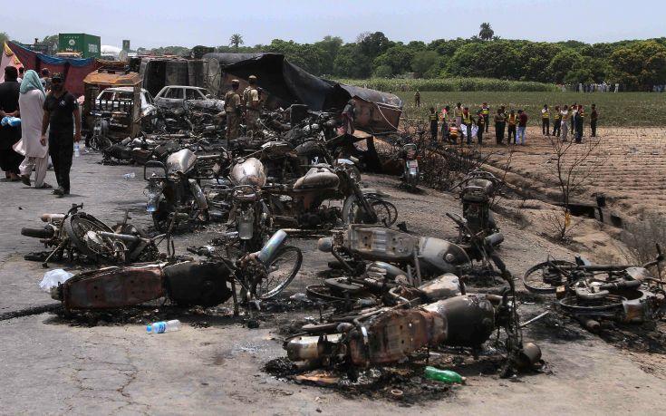 Στους 153 έφτασαν οι νεκροί από πυρκαγιά στο Πακιστάν
