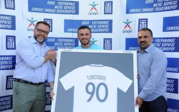 Ο ΟΠΑΠ βράβευσε τον Βασίλη Τοροσίδη για τις 90 συμμετοχές του στην Εθνική Ομάδα