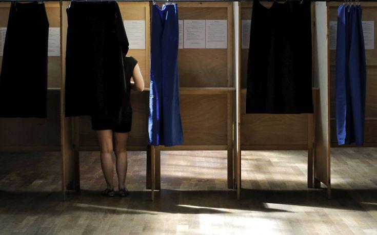 Στο 40,75% η συμμετοχή στις βουλευτικές εκλογές της Γαλλίας μέχρι αυτή την ώρα