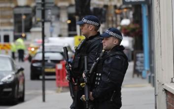 Έρευνες σε κτίριο στο ανατολικό Λονδίνο πραγματοποιεί η αστυνομία