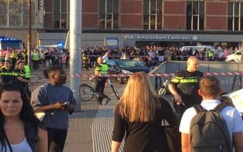 Αυτοκίνητο έπεσε πάνω σε πεζούς έξω από σταθμό του μετρό στο Άμστερνταμ