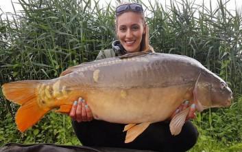 Η Άννα Κορακάκη άρχισε το ψάρεμα