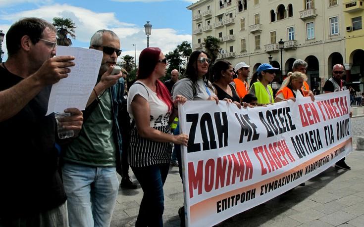Στο υπουργείο Μακεδονίας-Θράκης κατέληξε η πορεία των εργαζομένων στους ΟΤΑ