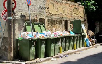 Αδιέξοδο με λόφους σκουπιδιών σε όλη τη χώρα