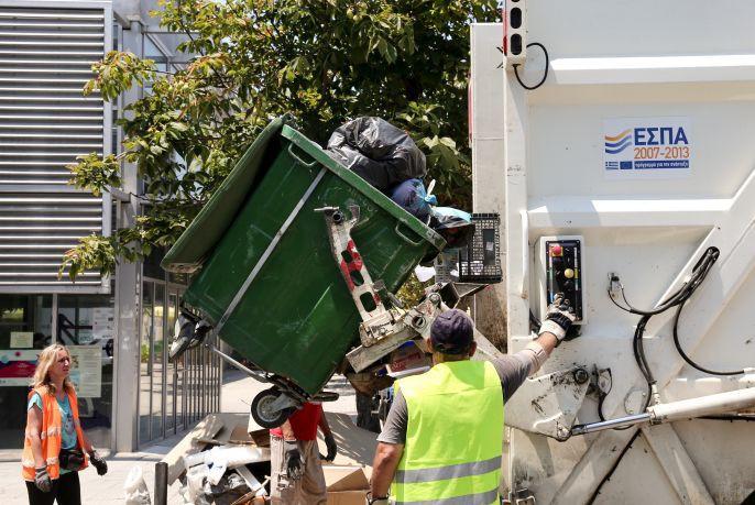 Με πυρετώδεις ρυθμούς η αποκομιδή σκουπιδιών στη Θεσσαλονίκη