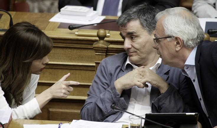 Θύελλα στη Βουλή για τα νέα μέτρα και αποχώρηση του ΚΚΕ