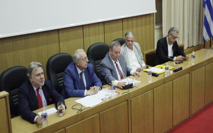 Την πρότασή τους για μια «προοδευτική αναθεώρηση» παρουσίασαν έξι συνταγματολόγοι