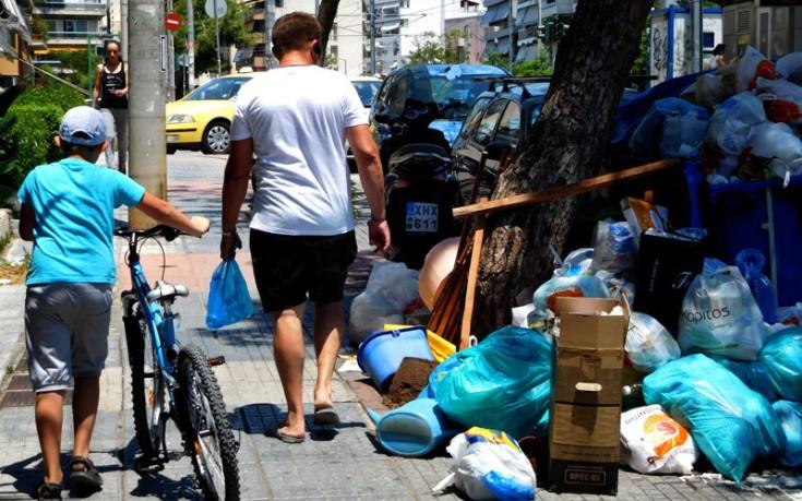 Καμπανάκι του ΚΕΕΛΠΝΟ για τα σκουπίδια: «Φαινόμενα απειλητικά για τη δημόσια υγεία»