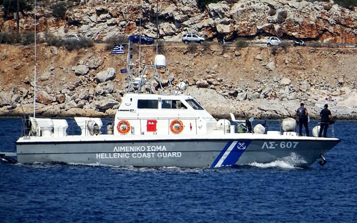 Σκάφος τραυμάτισε τουρίστρια που κολυμπούσε στη Χαλκιδική