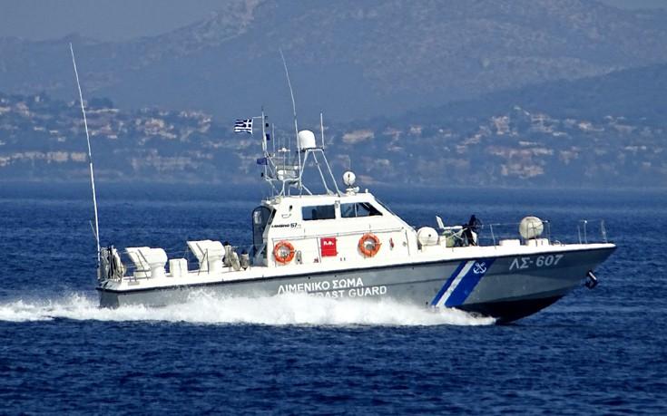 Τουρκικό πλοίο αρνήθηκε να σταματήσει σε έλεγχο του λιμενικού στη Ρόδο