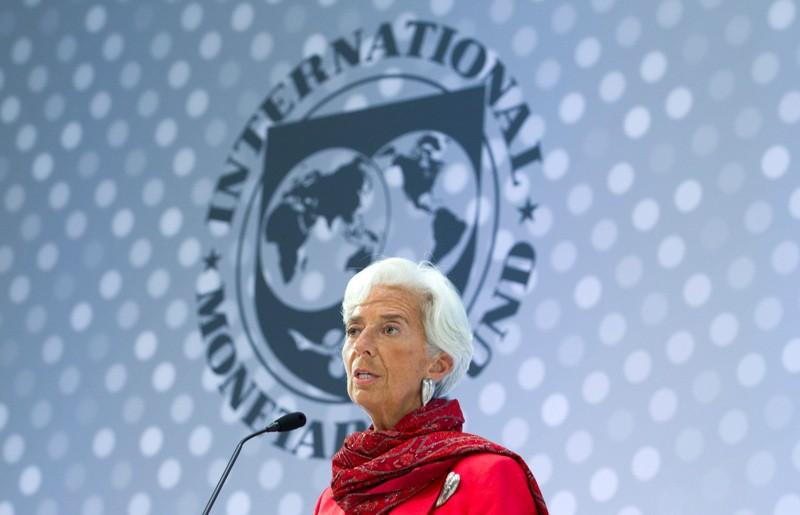 Yπέρ της ανόδου των επιτοκίων της Fed η Λαγκάρντ