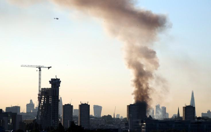 Μετά τη σφοδρή κριτική η Μέι θα επισκεφτεί τους τραυματίες του πύργου που κάηκε