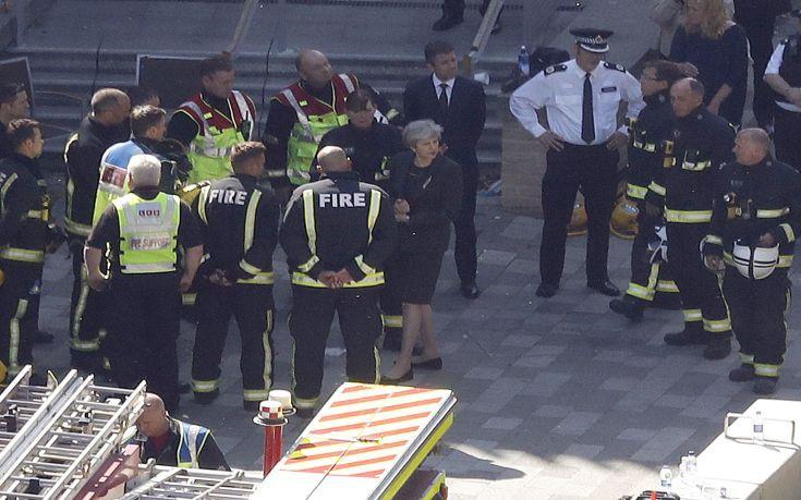 Πυρά στη Μέι που δεν συνάντησε επιζώντες της τραγωδίας