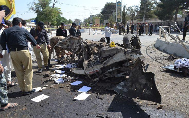 Στους 11 οι νεκροί από την έκρηξη στο Πακιστάν