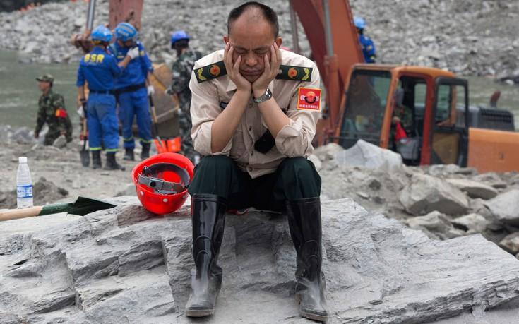 Χάνονται οι ελπίδες για επιζώντες στο χωριό της Κίνας που θάφτηκε στη λάσπη