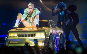 Η Miley Cyrus αποκαλύπτει πώς αποφάσισε να κόψει τα ναρκωτικά
