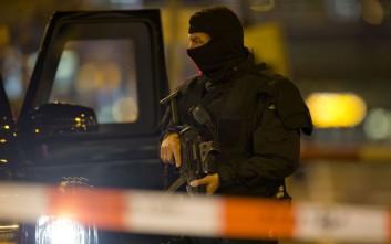 Οχτώ οι τραυματίες από το αυτοκίνητο στο μετρό του Άμστερνταμ