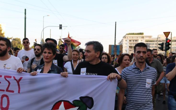 Ο Τσακαλώτος στο μπλοκ του ΣΥΡΙΖΑ  στο Athens Pride