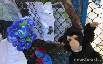 Λουλούδια και παιχνίδια στο σχολείο του Μάριου που χάθηκε άδικα στο Μενίδι