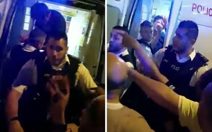 Η στιγμή που ο φερόμενος ως δράστης στο Λονδίνο κοροϊδεύει το οργισμένο πλήθος