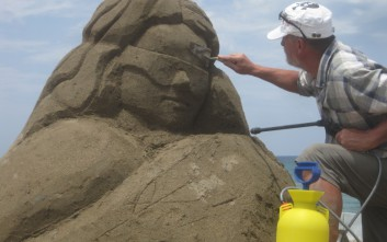 Εντυπωσιακά γλυπτά από... άμμο σε παραλία της Κρήτης
