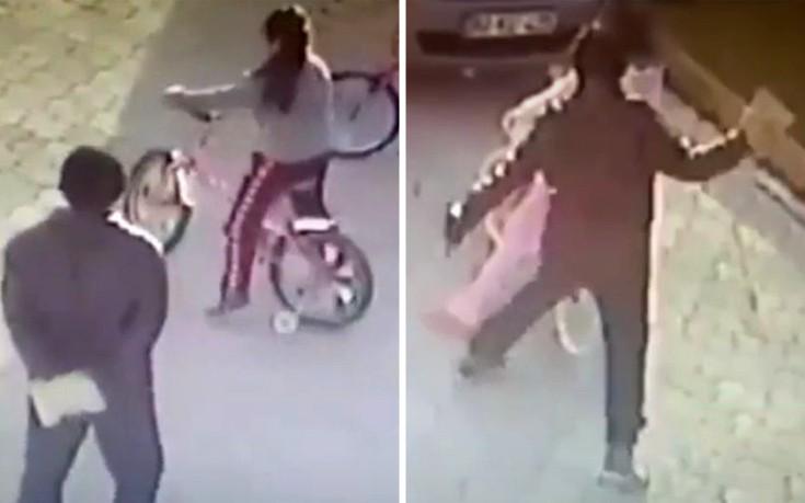 Άντρας χτυπά παιδί με πέτρινη πλάκα στο κεφάλι και το αφήνει αναίσθητο