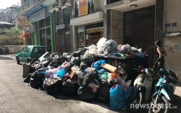 Υγειονομική «βόμβα» τα σκουπίδια στους δρόμους της Αθήνας