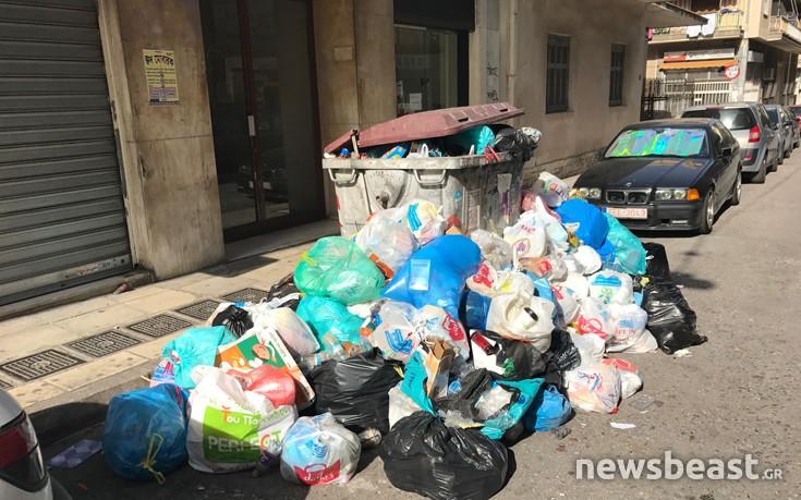 Καμπανάκι κινδύνου για το μείγμα καύσωνα-σκουπιδιών