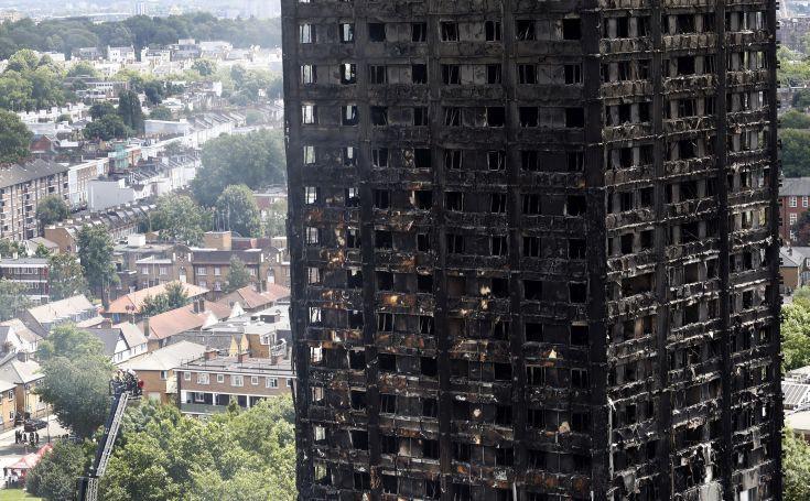 Τουλάχιστον 30 επιβεβαιωμένοι νεκροί από την πυρκαγιά στο Λονδίνο