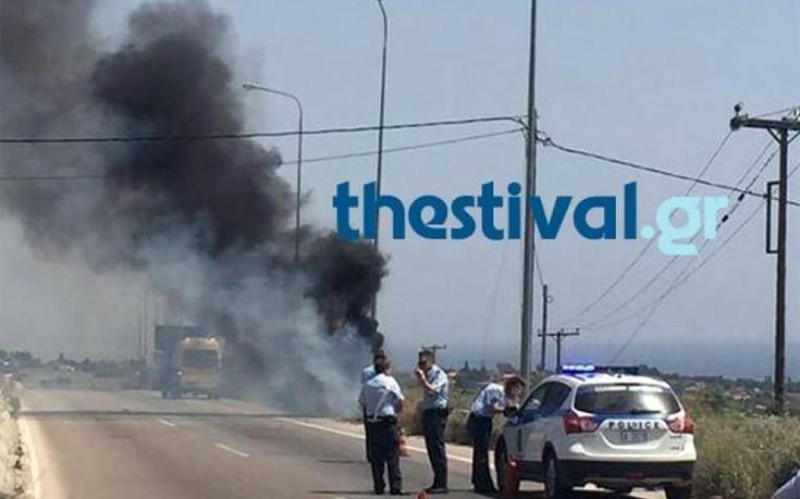 Νεκρός σε τροχαίο στη Χαλκιδική, πήρε φωτιά το αυτοκίνητο