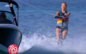 Η Φαίη Σκορδά κάνει θαλάσσιο σκι