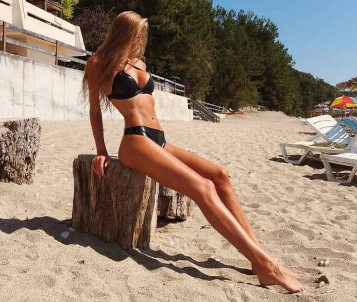 girls_bikinis8