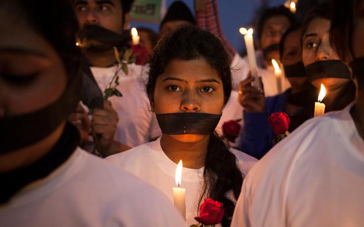 Αστυνομικός της ζήτησε να κάνουν σεξ για να συλληφθούν οι βιαστές της