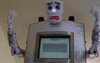 Ο BlessU-2 είναι ρομπότ-ιερέας που σε ευλογεί σε πέντε γλώσσες