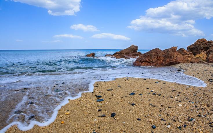 Στις παραλίες της Λάρισας: Ξέγνοιαστες βουτιές κι αυθεντική ομορφιά