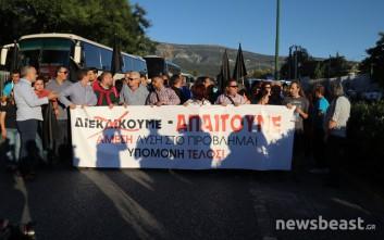 Στο υπουργείο Προστασίας του Πολίτη διαμαρτύρονται κάτοικοι του Μενιδίου