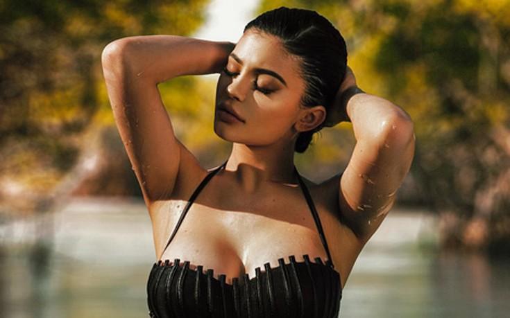 Η Kylie Jenner σε σέξι στιγμιότυπα