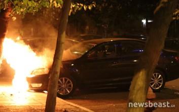 Συνεχίζονται οι συγκρούσεις στα Εξάρχεια, δύο αστυνομικοί τραυματίες