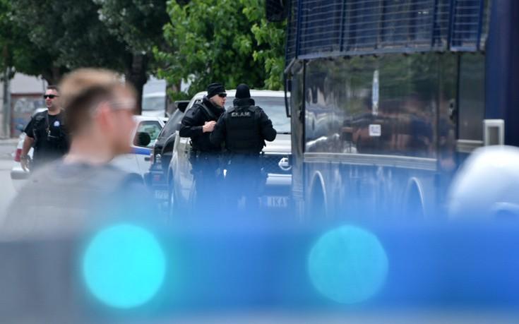 Σφαίρα καρφώθηκε μέσα σε παιδικό δωμάτιο σε σπίτι στο Μενίδι