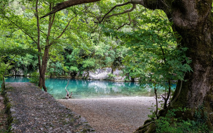 Απρόσμενες βουτιές σε λίμνες, ποτάμια και φαράγγια της Ελλάδας
