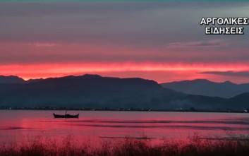 Ηλιοβασίλεμα στο Ναύπλιο βγαλμένο από πίνακα ζωγραφικής