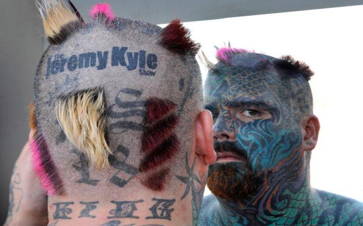 Ο «βασιλιάς των τατουάζ» στη Βρετανία κινδυνεύει να χάσει το χέρι του