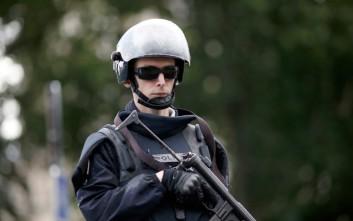 Προφυλακίστηκε ο Αλγερινός που επιτέθηκε σε αστυνομικούς στην Παναγία των Παρισίων